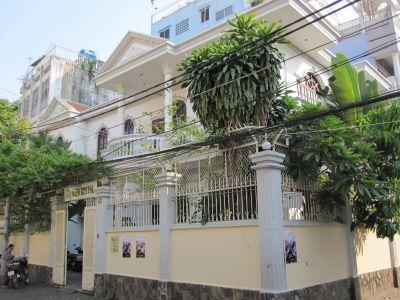 Cho thuê nhà Quận Phú Nhuận mặt tiền nguyễn đình chính
